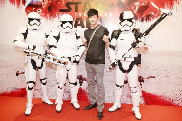 Là một fan hâm mộ bộ phim Star Wars từ khi còn nhỏ, nam ca sĩ cũng chưa từng bỏ lỡ bất cứ một tập nào của series phim huyền thoại này.