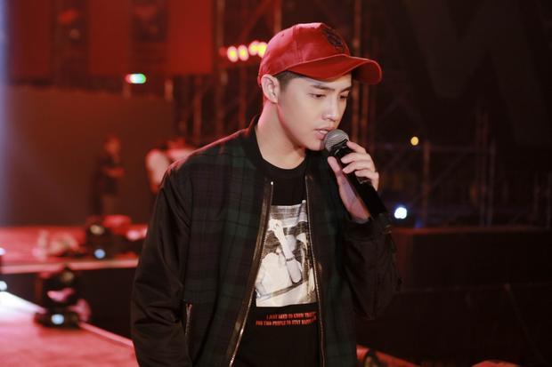 Song song đó, lịch trình tập luyện cho liveshow cũng được Noo Phước Thịnh và ekip sắp xếp sít sao vì lịch làm việc của nam ca sĩ vào cuối năm đang vô cùng bận rộn.