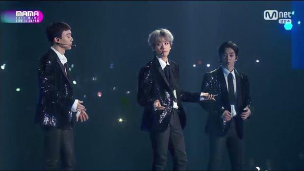 Nhân vật đình đám nhất xuất hiện rồi đây: Bộ ba EXO-CBX đổ bộ sân khấu với Hey Mama!