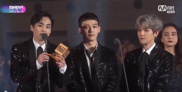 EXO-CBX tiếp tục đạt chiếc cúp thứ 2 trong đêm: Global Fan's Choice.