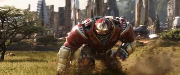 Bộ giáp Hulkbuster do Iron Man điều khiển tái xuất