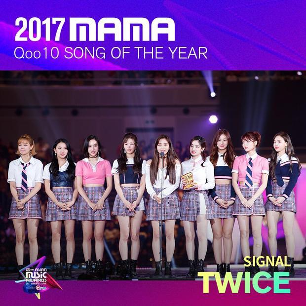 Nhóm nhạc nữ TWICE cũng gây sốc bởi ca khúc Signal dành giải Ca khúc của năm, vượt qua 2 cái tên dẫn đầu về lượng vote là EXO và BTS.