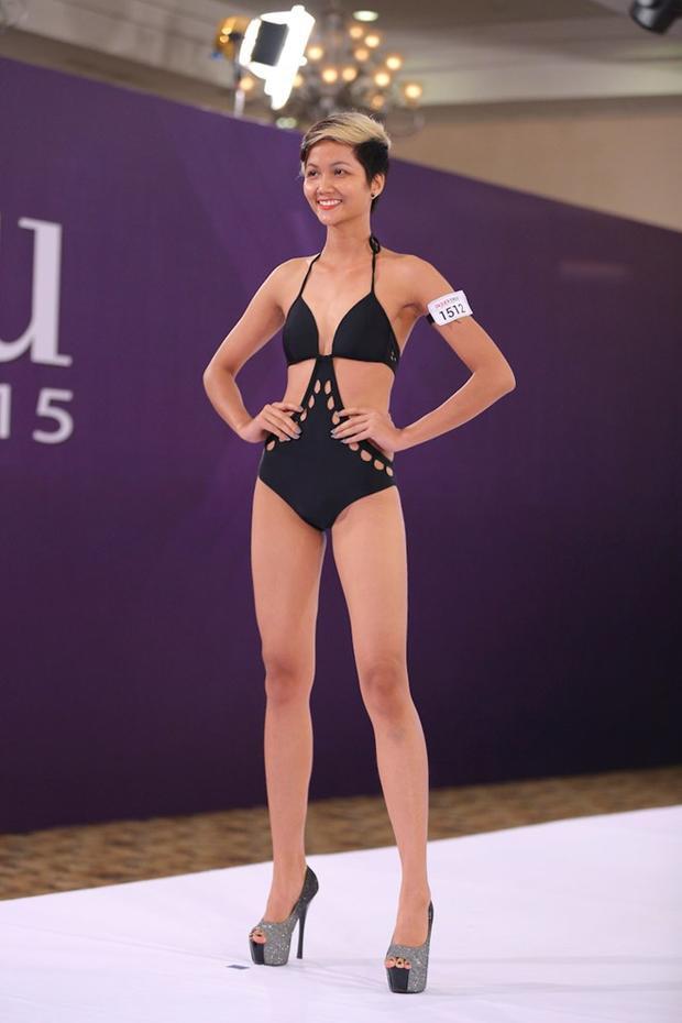 """Thời điểm tham gia Vietnam's Next Top Model 2015, H'Hen Niê sở hữu thân hình """"cò hương"""" không mấy ấn tượng. Bên cạnh đó sự thể hiện nhạt nhòa cũng là một trong những nguyên nhân khiến cô không đạt kết quả cao."""