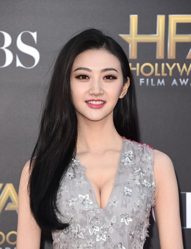 Nhìn cách xuất hiện trong phim Hollywood, mới biết ai là nữ hoàng Hoa Ngữ thực sự tại trời Tây