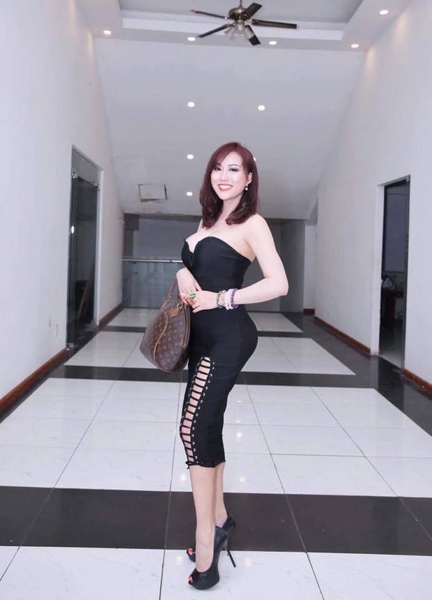 Búc hình mới được chụp vào hồi tháng 10, cho thấy Phi Thanh Vân vẫn rất yêu thích phô diễn số đo 3 vòng trên cơ thể.