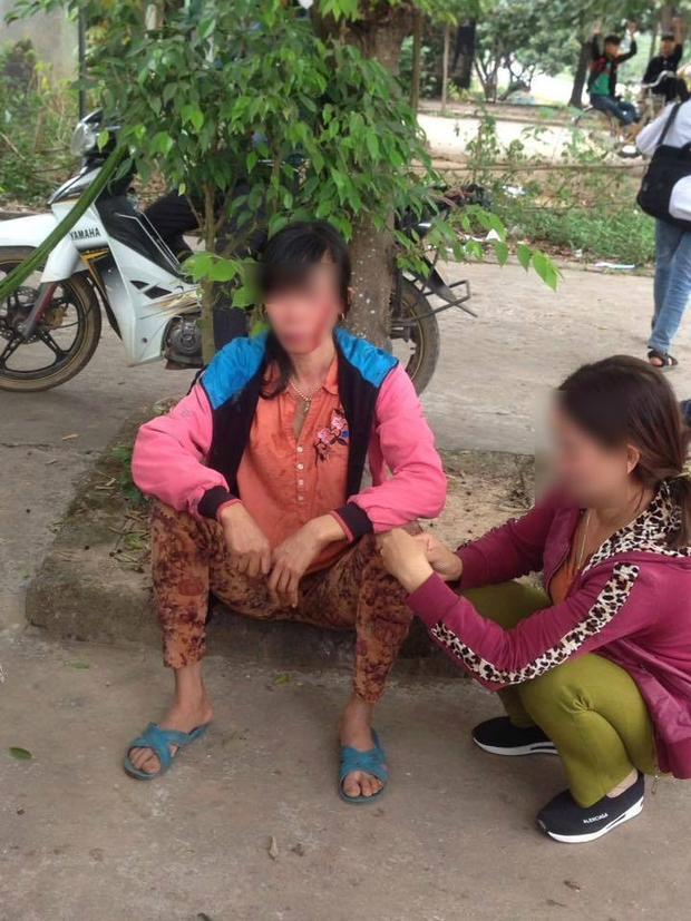 Hình ảnh người vợ bị chảy máu mặt.