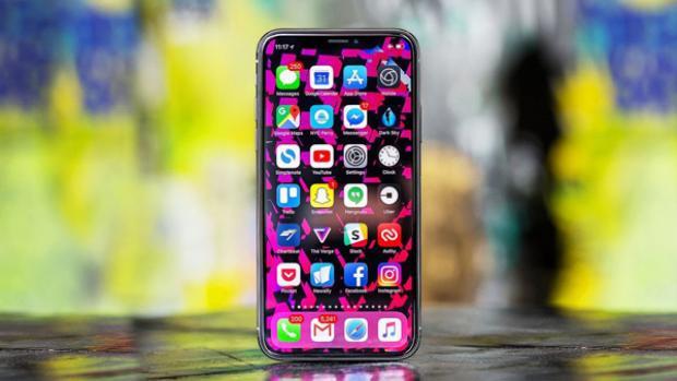 Ở thời điểm hiện tại, giá iPhone X chính hãng cao hơn xách tay từ 2 triệu đồng cho tới 4 triệu đồng tùy phiên bản.