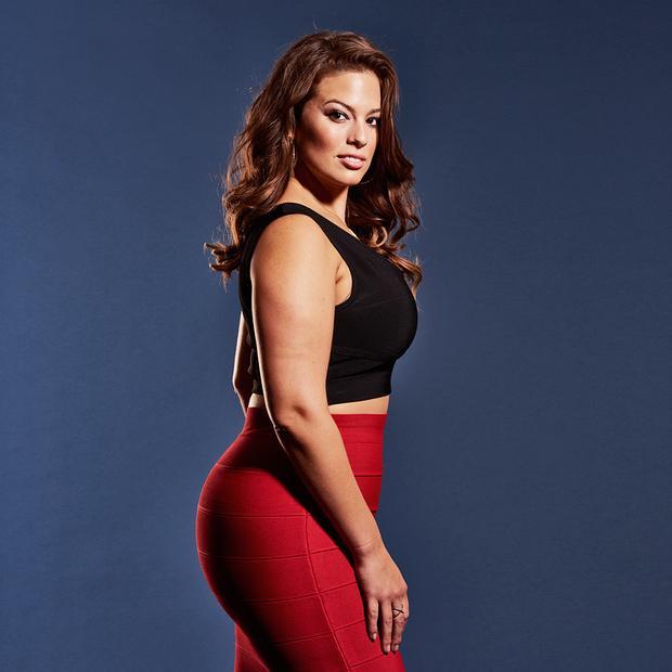 Ashley Graham - 5,5 triệu đô (hơn 125 tỷ đồng):Ashley là người đầu tiên đánh mốc lịch sử người mẫu có size 14 được xuất hiện trên trang bìa tạp chí Sports Illustrated. Nhờ khoảng thu nhập khủng từ làm quảng cáo cho nhiều thương hiệu nội y cũng như thương hiệu riêng của mình, lần đầu tiên cô lọt vào top 10 danh sách của Forbes.