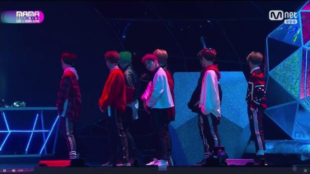 NCT 127 tiếp tục khuấy động chương trình với âm nhạc cực chất.