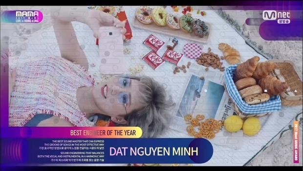 Có em chờ và Phía sau một cô gái bất ngờ xuất hiện trên màn hình MAMA 2017. Lý do là đây: Giải thưởng Best Engineer Of The Year (Kỹ sư âm nhạc của năm) được trao cho Nguyễn Minh Đạt - người sản xuất Có em chờ cũng như Phía sau một cô gái.