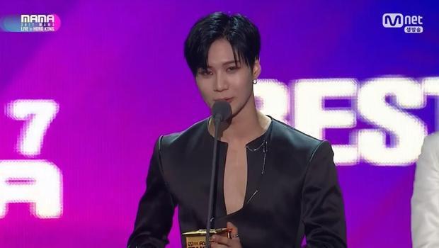 Sau màn trình diễn ấn tượng, Taemin cũng được xướng tên ở hạng mục Best Dance Performance Solo.