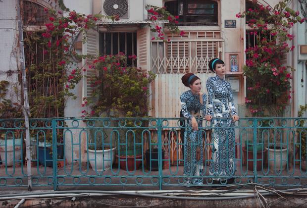 Diện áo dài truyền thống nhưng Cô Ba Sài Gòn Lan Ngọc và Diễm My vẫn đầy sắc sảo