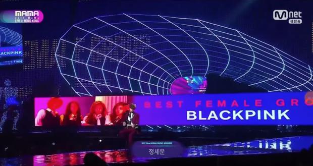 BlackPink bị bôi đỏ mặt trên sân khấu MAMA Hong Kong, Mnet quyết chơi đểu YG đến cùng?