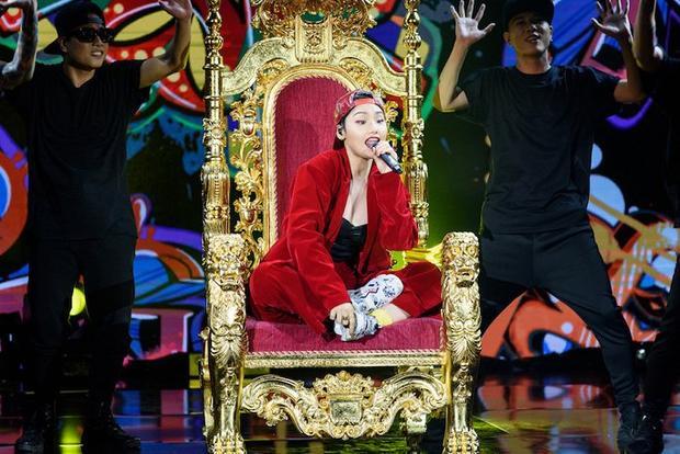 Miu Lê xuất hiện với hình ảnh cá tính trên sóng truyền hình.