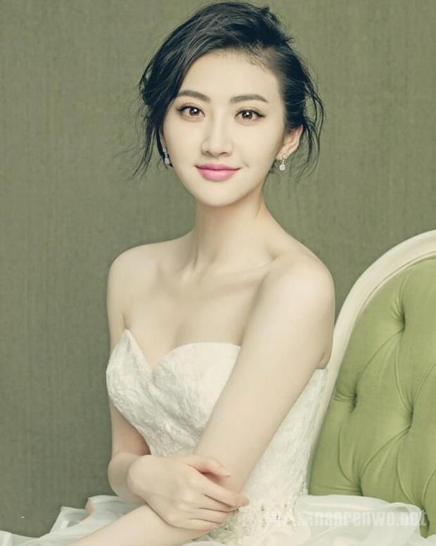 Cảnh Điềm được nhận giải thưởng ở hạng mục ảnh hậu nhờ có những tác phẩm kém chất lượng nhất trong lễ trai giải Cây Chổi Vàng