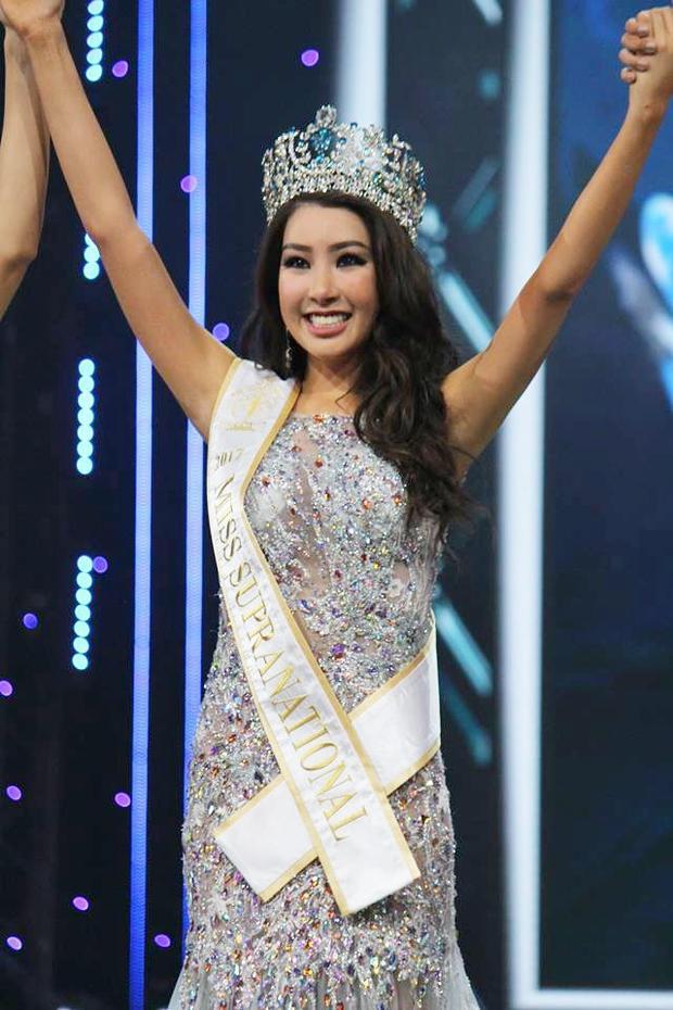 Tuy nhiên, chiến thắng của chân dài xứ kim chi gây không ít tranh cãi trong cộng đồng mạng. Có khá nhiều bình luận tỏ ra thất vọng về nhan sắc già nua và không mấy thiện cảm của tân Hoa hậu Siêu quốc gia.