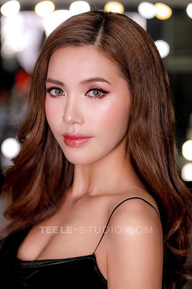 Một trong những ngôi sao Việt hợp với make up này phải kể đến Minh Tú. Sở hữu làn da nâu cùng khuôn mặt trái xoan thanh tú, người đẹp sinh năm 1992 thật quyến rũ với làn da căng bóng.