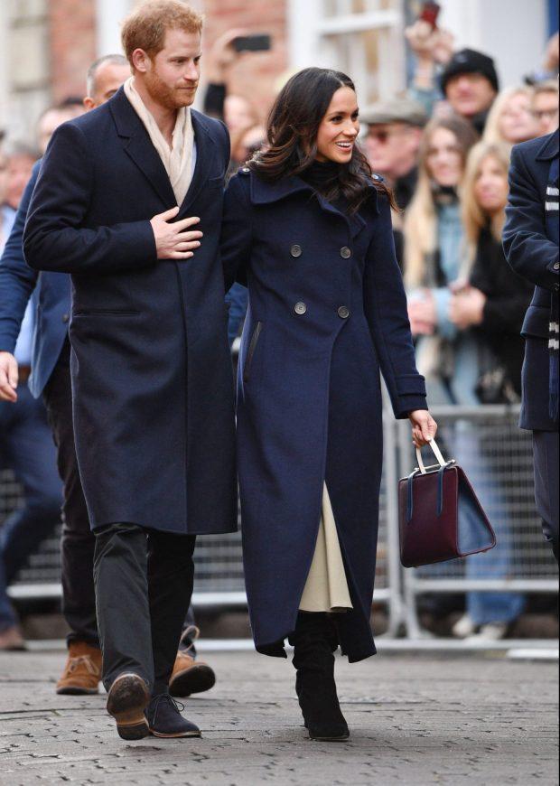 """Ngày 28/11 vừa qua, thế giới vui mừng nhận thông tin chính thức về """"đám cưới cổ tích"""" của chàng Hoàng tử Anh Harry và """"nàng lọ lem"""" Meghan Markle sẽ diễn ra vào mùa xuân 2018. Sự kiện này ảnh hưởng mạnh đến công chúng Anh và thế giới, là đề tài nóng hổi làm tốn hao vô số giấy mực báo chí và truyền thông thế giới ca ngợi chuyện tình đẹp như mơ."""