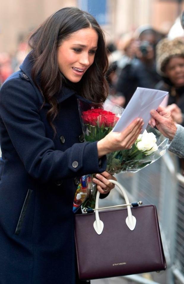 Đại diện của hãng Strathberry đã vô cùng kinh ngạc khi may mắn được vị công chúa Anh tương lai chọn sản phẩm của cửa hàng để dự sự kiện đặc biệt này. Chiếc túi được bày bán với nhiều mẫu mã và dự đoán sẽ được tiếp túc sản xuất vào năm sau.