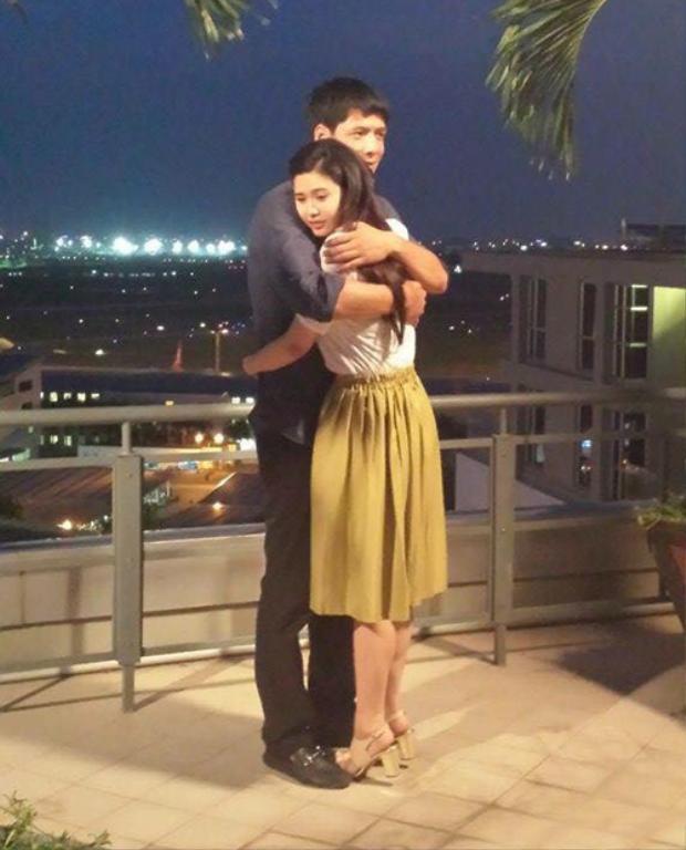 Cả hai chỉ có cảnh ôm nhau thế này trong tập cuối.