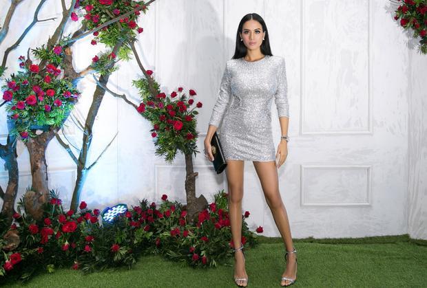 Người mẫu Như Vân duy trì hình ảnh nóng bỏng với đầm ôm tôn dáng.