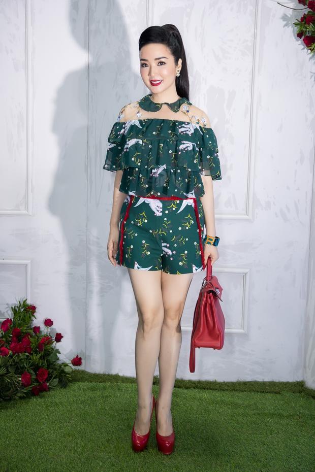 Hoa hậu đền Hùng Giáng My được khen trẻ trung trong bộ trang phục tông xanh.