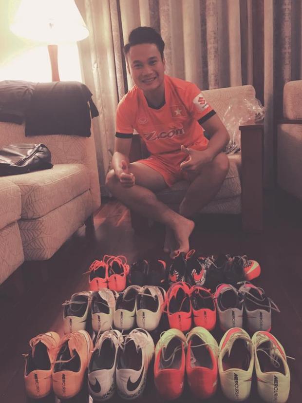 Bộ sưu tập giày của Phi Sơn.