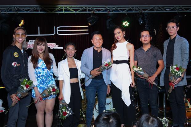 Học trò Lan Khuê  Phan Ngân cover hit Erik 'ngọt lịm' trong đêm nhạc riêng đầu tiên