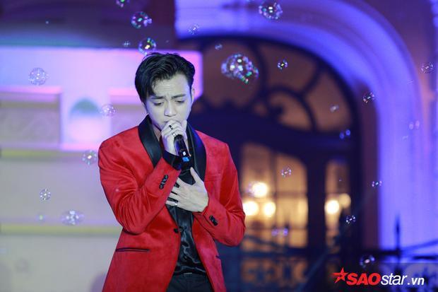 Bên cạnh các bản hit quen thuộc, Soobin gây bất ngờ khi cover ca khúc From the beginning until now - nhạc phim Bản tình ca mùa đông đình đám một thời.
