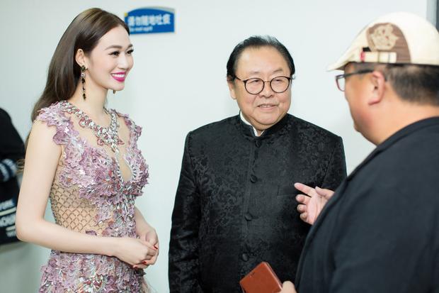 Trong sự kiện này, Khánh My có dịp gặp gỡ và trò truyện cùng diễn viên gạo cội Mã Đức Hoa - người thủ vai Trư Bát Giới trong phim Tây Du Ký phiên bản 1986.
