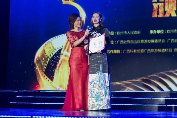 Tình xuyên biên giới là bộ phim hợp tác Việt-Trung do Khánh My thủ vai chính cùng nam diễn viên nổi tiếng TVB Mã Đức Chung. Phim đã hoàn tất tại Việt Nam hồi năm ngoái và trình chiếu ở Trung Quốc trong năm nay.
