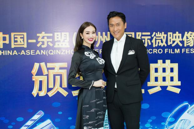 Khánh My còn hội ngộ Mã Đức Chung tại lễ trao giải này. Cả hai thích thú selfie cùng nhau.