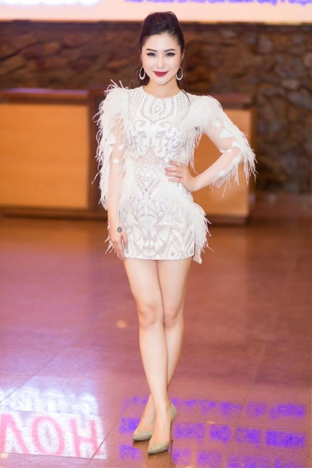 Chiếc váy trắng này nhận được nhiều lời khen ngợi từ công chúng.