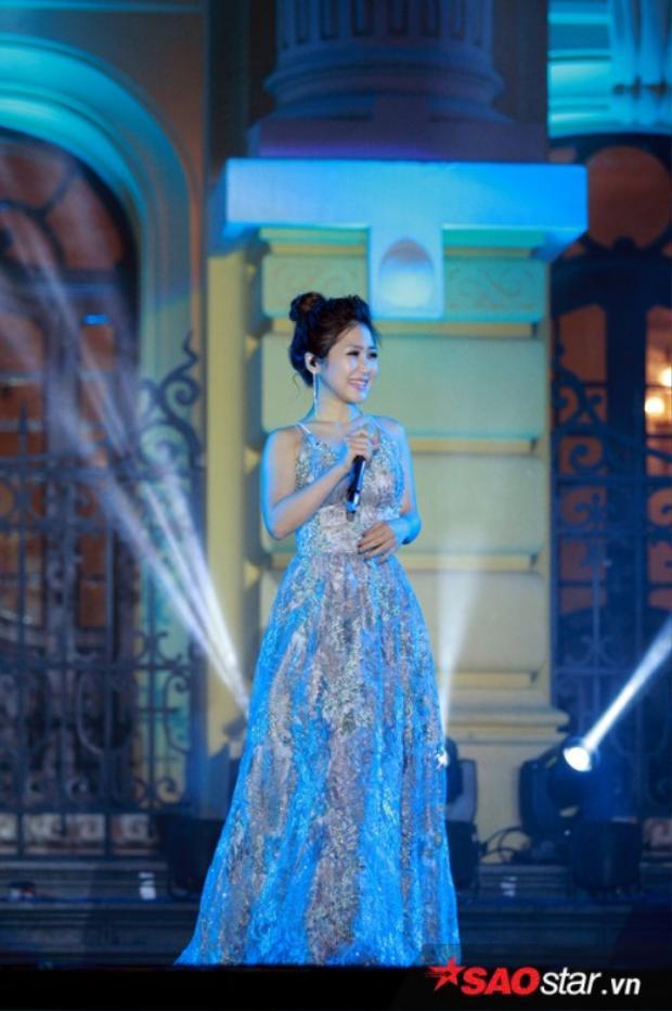 Trong lần xuất hiện mới đây nhất khi xuất hiện trong chương trình ca nhạc cùng ca sĩ Hàn Quốc Ailee, Hương Tràm đã thể hiện được gout thời trang cực ổn.