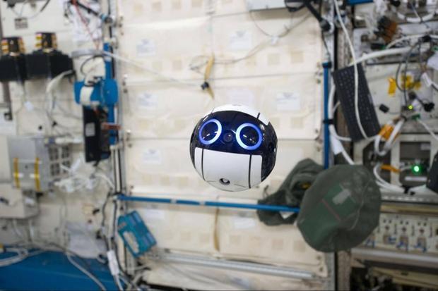 Thiết bị đáng yêu này được sử dụng để chụp các phi hành gia cũng như môi trường dưới mặt đất.