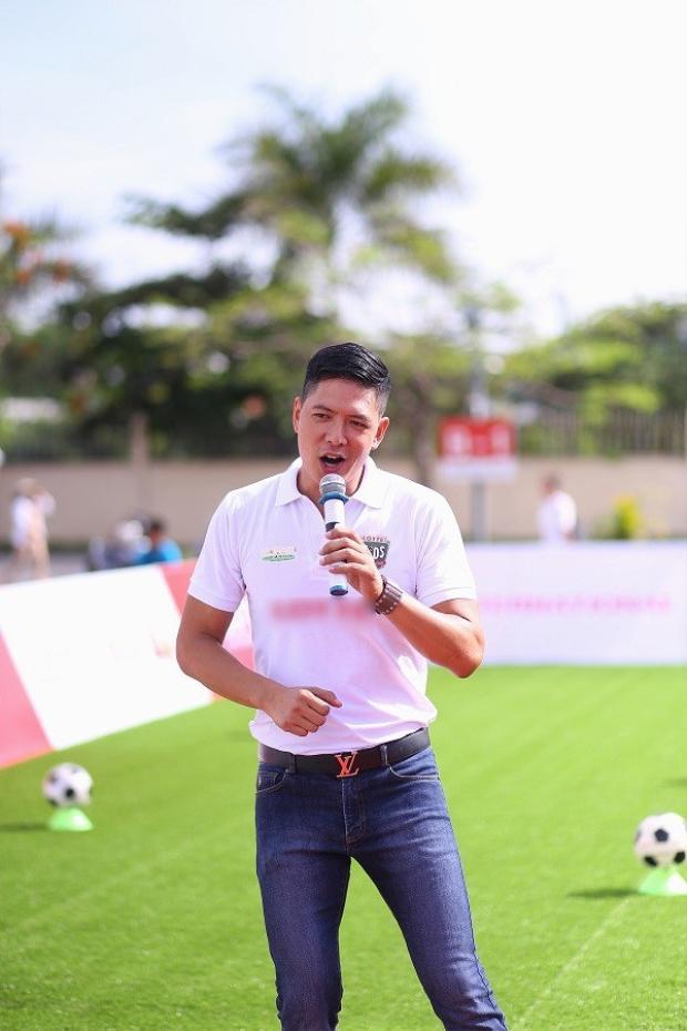 Chiếc áo Bình Minh mặc xuất phát từ một chương trình phát sóng năm 2016.