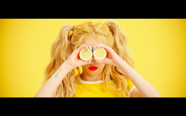 Với một ca khúc mới toanh và vũ đạo nâng ngực táo bạo, HyunA đã nhanh chóng leo lên top 1 tìm kiếm trên Naver - trang tin tức lớn nhất Hàn Quốc.
