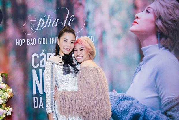 Xóa tan nghi ngờ hiềm khích, Pha Lê và Kiwi Ngô Mai Trang chứng tỏ họ là đồng nghiệp thân thiết.