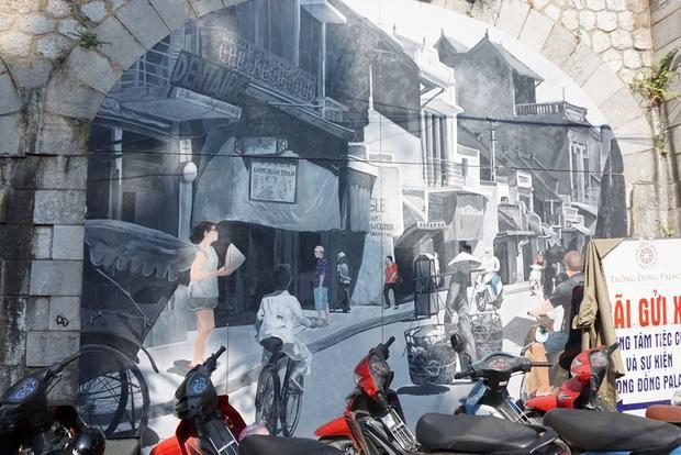 Phố sống ảo ở Hà Nội bị bỏ hoang, thành bãi trông xe