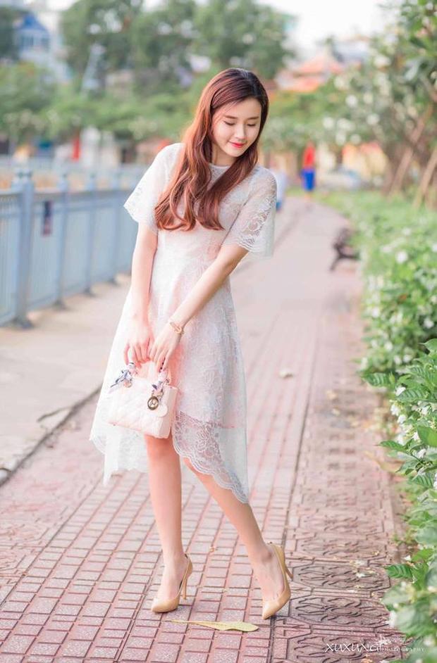 Các bộ váy Midu mặc đi dạo phố nhìn cũng na ná nhau, khó lòng phân biệt nổi.