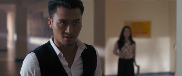 Ánh mắt đầy nguy hiểm của nam diễn viên.