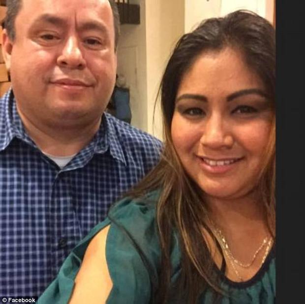 Bố và mẹ của bé Rosalie Avila.