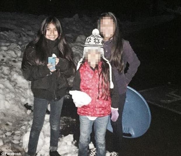 Rosalie Avila và bạn bè của cô bé.