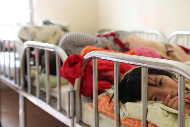 Cuộc sống mới của bé gái 11 tuổi từng bị mẹ nhốt ở nhà, không cho giao lưu với bên ngoài