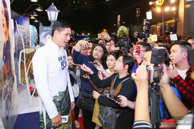 Nam diễn viên Vật chứng mong manh từ chối trả lời những câu hỏi liên quan đến scandal với Trương Quỳnh Anh.