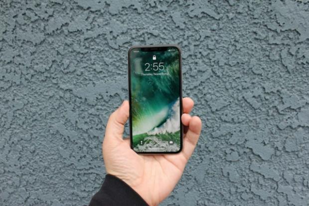 Sự xuất hiện của iPhone X chính hãng khiến giá máy xách tay chạm đáy và nhiều khả năng sẽ khó giảm sâu thêm.
