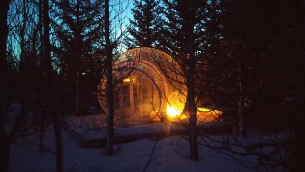 """Nhà nghỉ bằng bong bóng này cho phép bạn ngủ bên dưới hàng triệu vì sao của Iceland, cho bạn một cái nhìn """"gây kinh ngạc"""" trên bầu trời đêm. Ảnh: Bubble"""