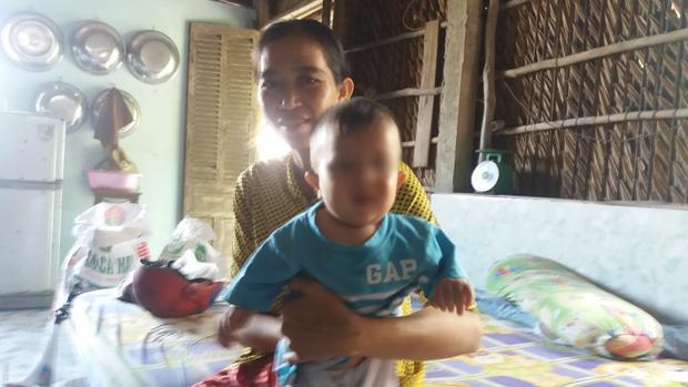 Chị Thủy cùng đứa con mới sinh sau khi đoàn tụ với chồng