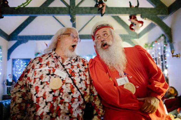 Năm 1987, trường Charles W. Howard Santa Claus trở thành một tổ chức phi lợi nhuận. Vào tháng 10 hàng năm, hàng trăm người từ khắp nơi trên thế giới đổ xô về đây để trở thành những ông già, bà già Noel đúng chuẩn.