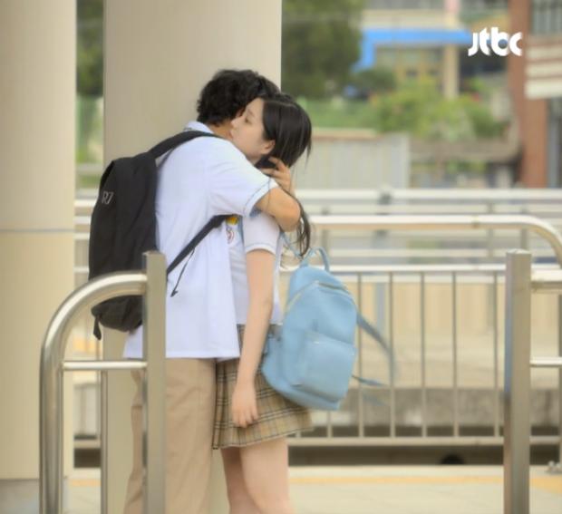 Khoảnh khắc xúc động khi KyungHwi được gặp lại người mình yêu sau 10 năm xa cách.